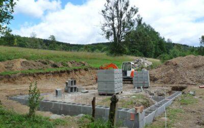 Stavba roubenky – 5. část | Základy